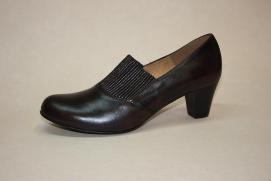bb788e36405 Dámská obuv lodička s biomechanickou vsuvkou na nártu. Vzor 582. Velikosti   35 - 41. Použité materiály  přírodní useň. Součástí obuvi je vkládací ...